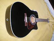 Violão eletro acústico Yamaha modelo folk. R$ 950,00.
