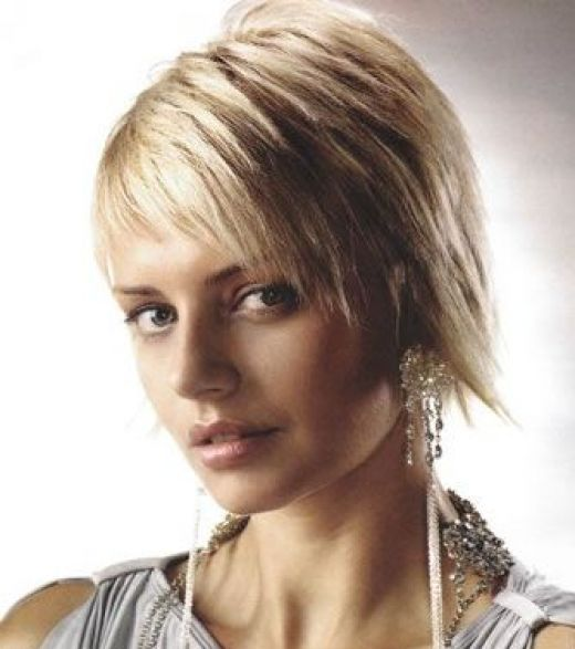 mid length choppy hairstyles. house hairstyle. choppy medium