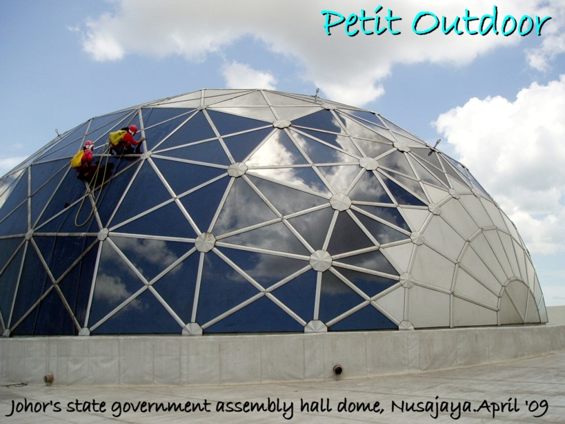 [Nusa+dome.jpg]