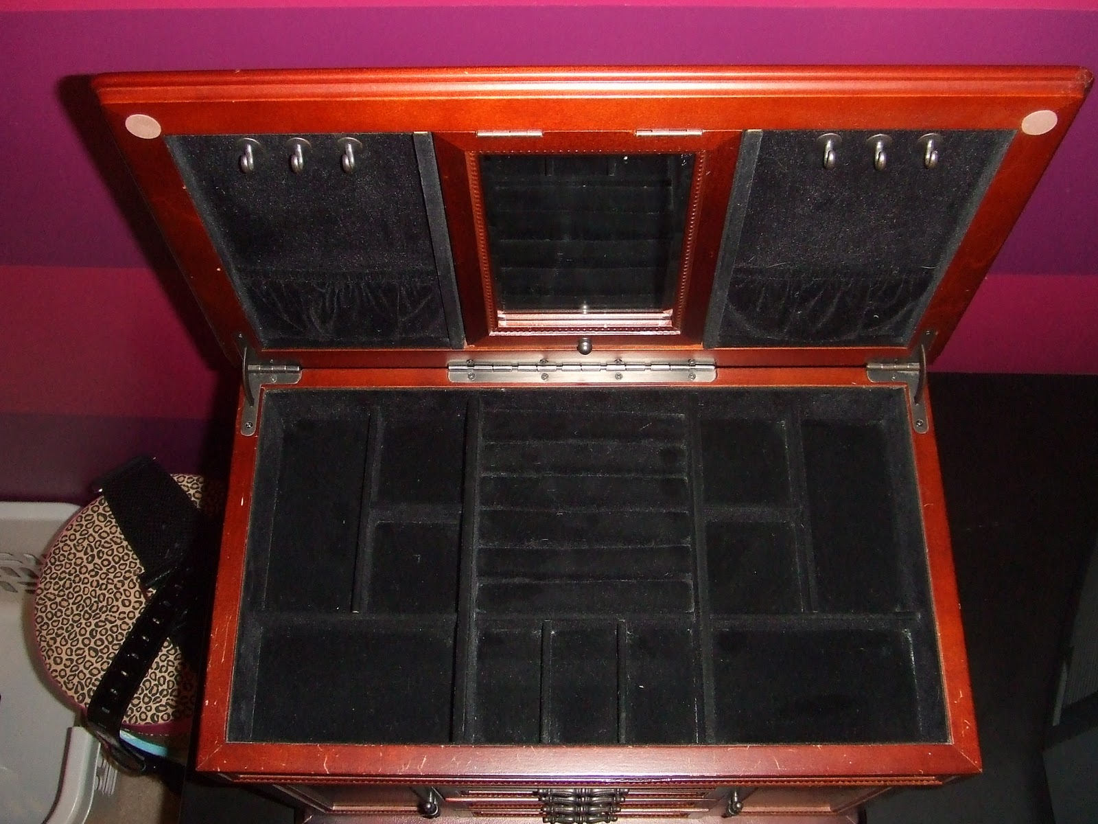 ORGANIZE CLEAN DESIGN How to Clean and Organize a Velvet Jewelry Box