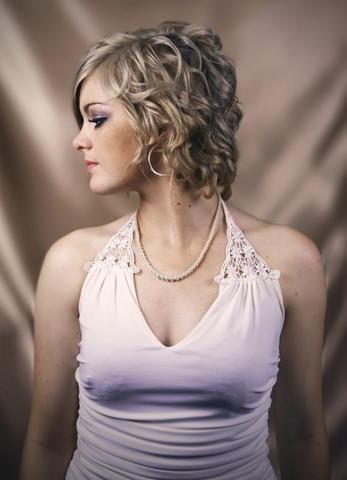 http://2.bp.blogspot.com/_NO2UOMMYKZ0/SauYDwihBqI/AAAAAAAAFY0/EkDlx9rXB10/s400/Medium+Curly+Hair+2009.jpg