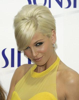 http://2.bp.blogspot.com/_NO2UOMMYKZ0/Se7zgQOYA7I/AAAAAAAAGCw/Of7Yh26lC3M/s400/Sarah+Harding+Blonde+Hair+Cut.jpg
