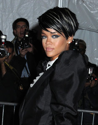 Rihanna - Latest Short Hairstyle With Blonde Streaks