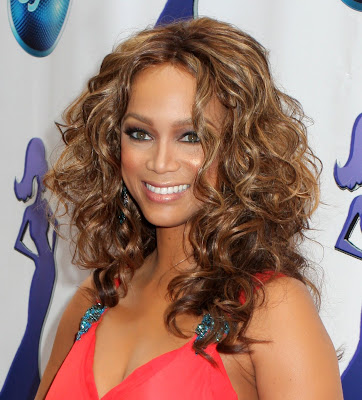 Tyra Banks Curly Hair The use of hair extensions or wigs gives her the