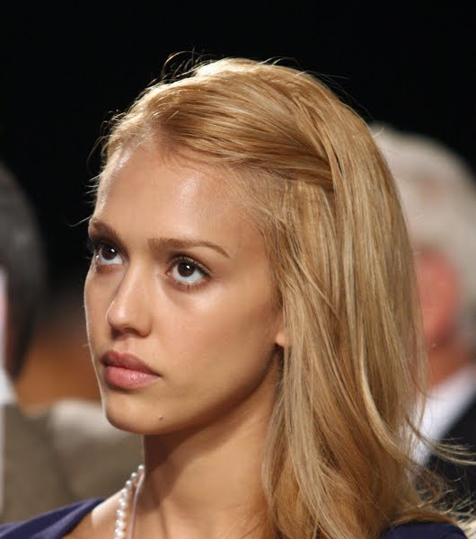 jessica alba hair highlights. Jessica Alba Hair 2009, 2010
