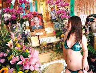 blogcopasdoank.blogspot.com - Gokil!! di Taiwan, Upacara kematian hadirkan penari striptease