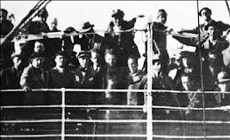 1935. Οκτώβριος. Στο καράβι της εξορίας.