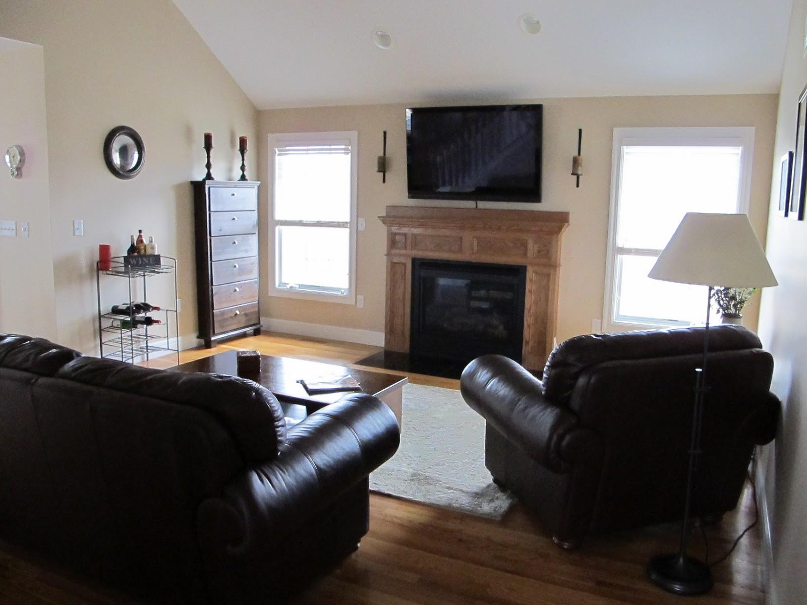 Living Room/Dining Room: