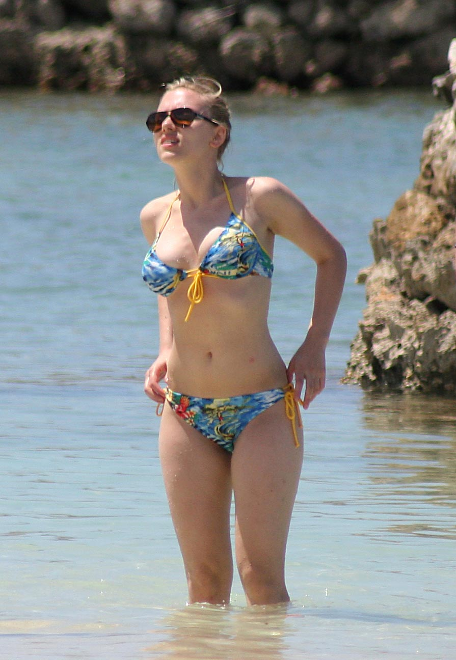 Scarlett Johansson big breast in sexy bikini 6 ... hot blond strip off naked right before your eyes and try on a bikini.