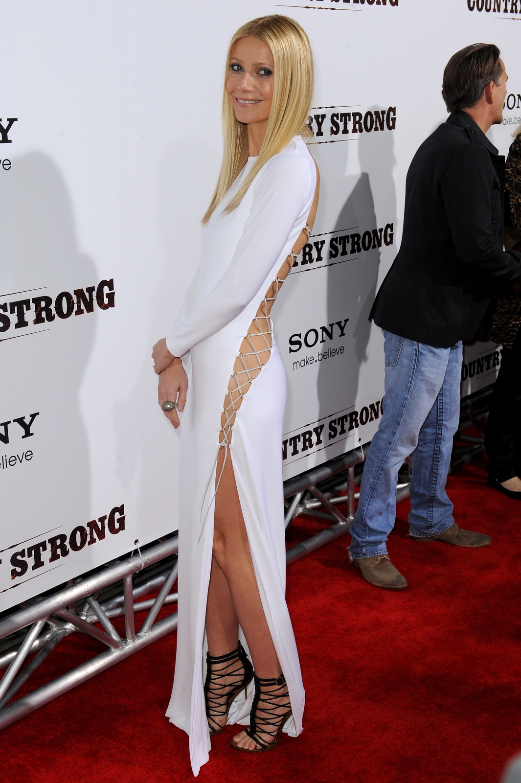 Gwyneth Paltrow Without Panties And Bra Country Strong Screening In