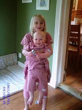 Röd/vitrutiga systrar