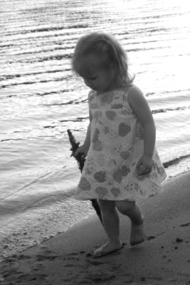 [Niah+walking+on+beach+bw]