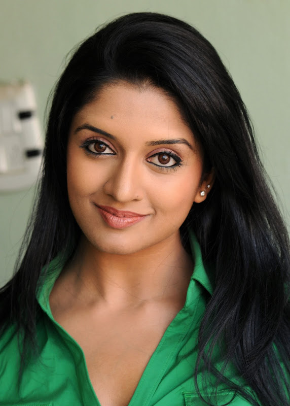 Actress Vimala Raman HQ Latest Stills hot images