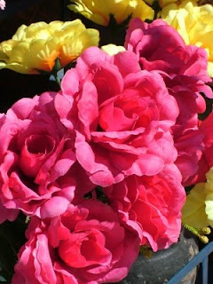 Sahte çiçekler, uzaktan güzel görünüyorlar değil mi? Fotoğraf: ReklamPR