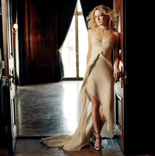 Beautiful Hollywood babe Kate Hudson