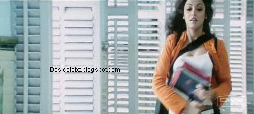 Tanushree Dutta full boobs visible
