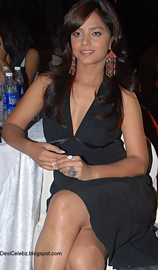 Neetu Chandra deep hot upskirt cleavage