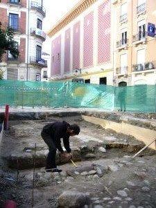 El arqueólogo Antonio Montes Rivas está estudiando los restos del primer matadero granadino [Foto: Diario Ideal de Granada]