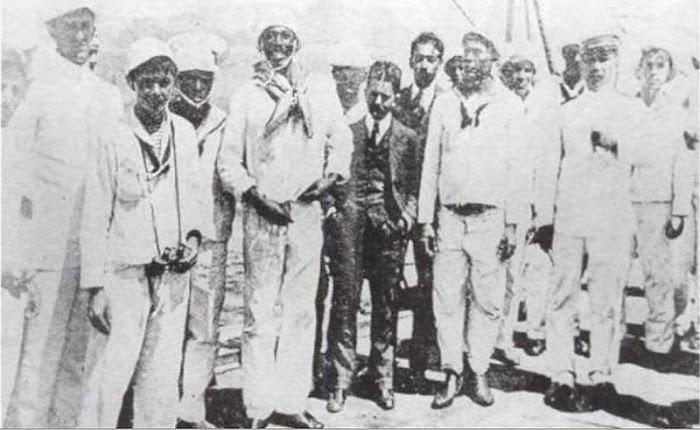 Marinheiros em revolta, João Cândido ao centro, 1910.