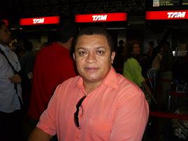 CANTOR JOSE ANTÔNIO A CAMINHO DE PROGRAMA DE TV EM BRASÍLIA.