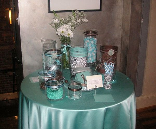 pictures of candy tables at weddings