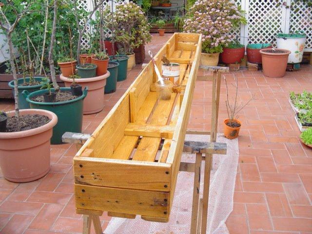 3 ideas con palets para el jardin taringa - Jardineras de madera caseras ...