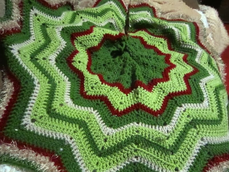 Crochet Xmas Tree Skirt : christmas crochet pattern ripple skirt tree patterns Car Pictures