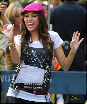 Ficha de Rox Miley-cyrus-trl-egg-toss-13