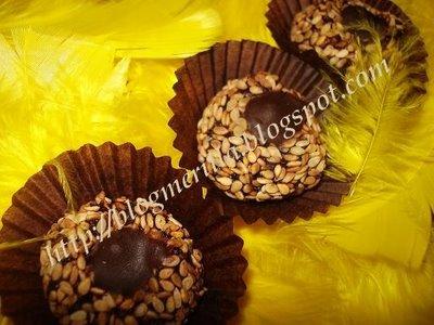 Kwirates b'zanjlane o choklat / Boulettes Marocaines aux graines de sésame et chocolat! DSC04522