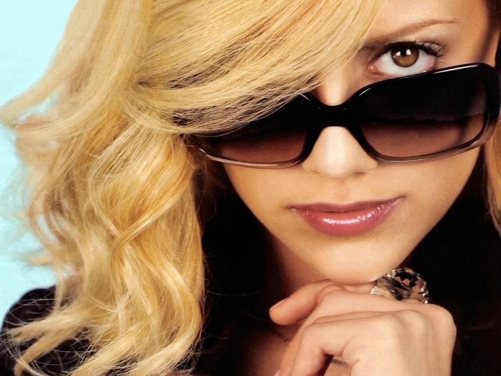 http://2.bp.blogspot.com/_NeOghrmn-QA/S-Bef3r8aLI/AAAAAAAAADQ/OYvYurwCEJ0/s1600/Brittany_Murphy,_Cool.jpg