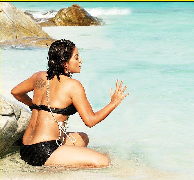 GIRL GIRL PICTURES: Mumaith Khan Hot Wallpapers Biography