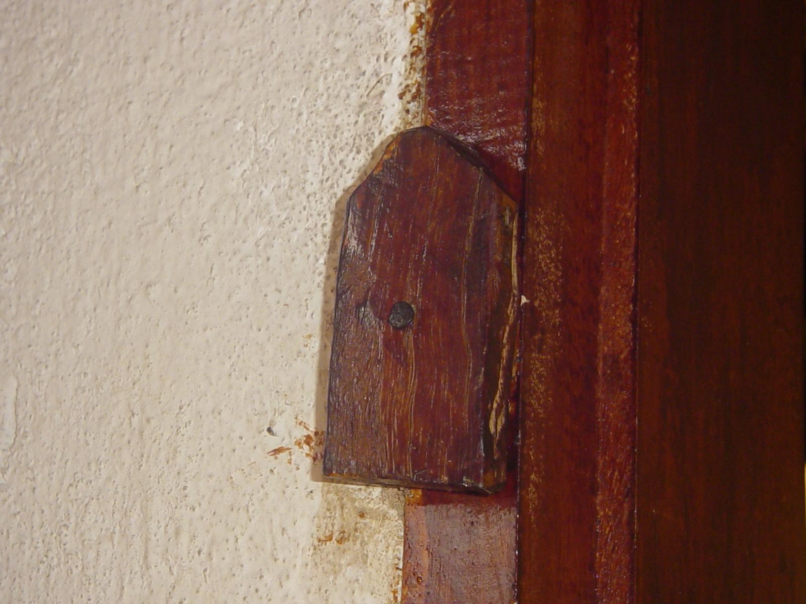 #3E160E As janelas e as portas internas tinham tramelas esta está aqui na  1254 Portas E Janelas Em Madeira Juiz De Fora