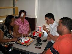Junto a Marisol celebramos el éxito de la operación con un almuerzo.