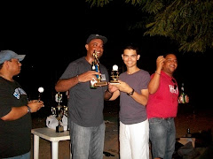 Camilo Then de Manzanillo al Dia entrega premio a Francis Nuñez