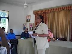 VIERNES 16, Doña Tony Directora del Liceo da BIENVENIDA