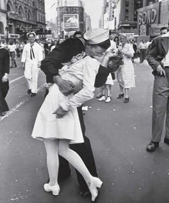 vj times square kiss. Nurse In Times Square Kiss