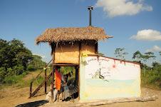 O banheiro seco na terra Apaoka