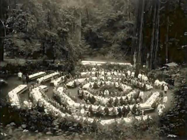 Bohemian Grove (Club Elitista) - Adoradores de Moloch (Demonio) Mesared