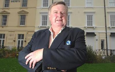 Excentricul milionar David Piper, lord de Warleigh