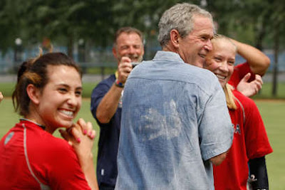 george bush si echipa olimpica de softball a sua