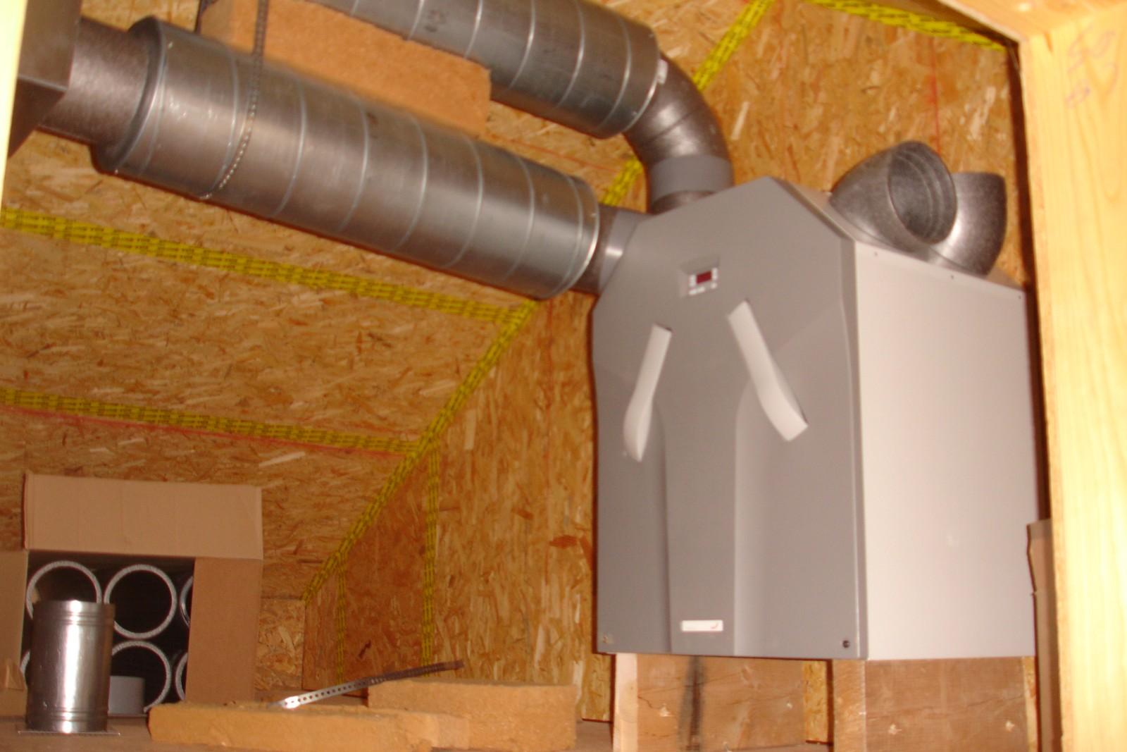 Notre maison bois bioclimatique passive Cloison, mur, cheminée,