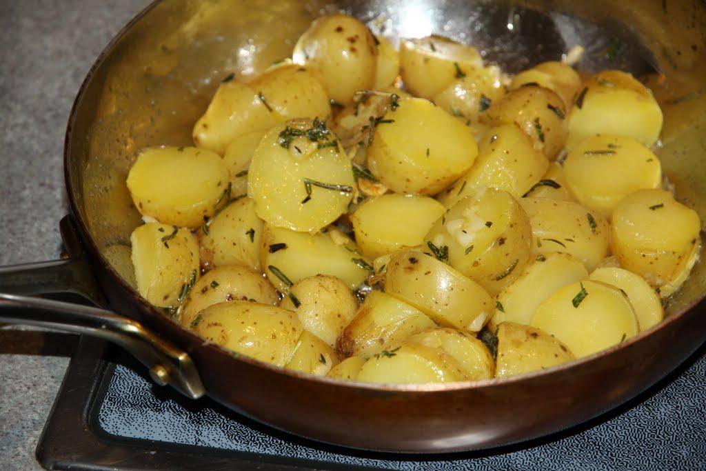 Жареная картошка с розмарином