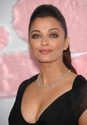 Aishwarya Rai at Pink Panther 2 Premiere Photos
