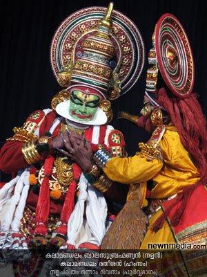 Nalacharitham Onnam Divasam Kathakali: Kalamandalam Balasubrahmanian as Nalan, Kalamandalam Ratheesan as Hamsam.
