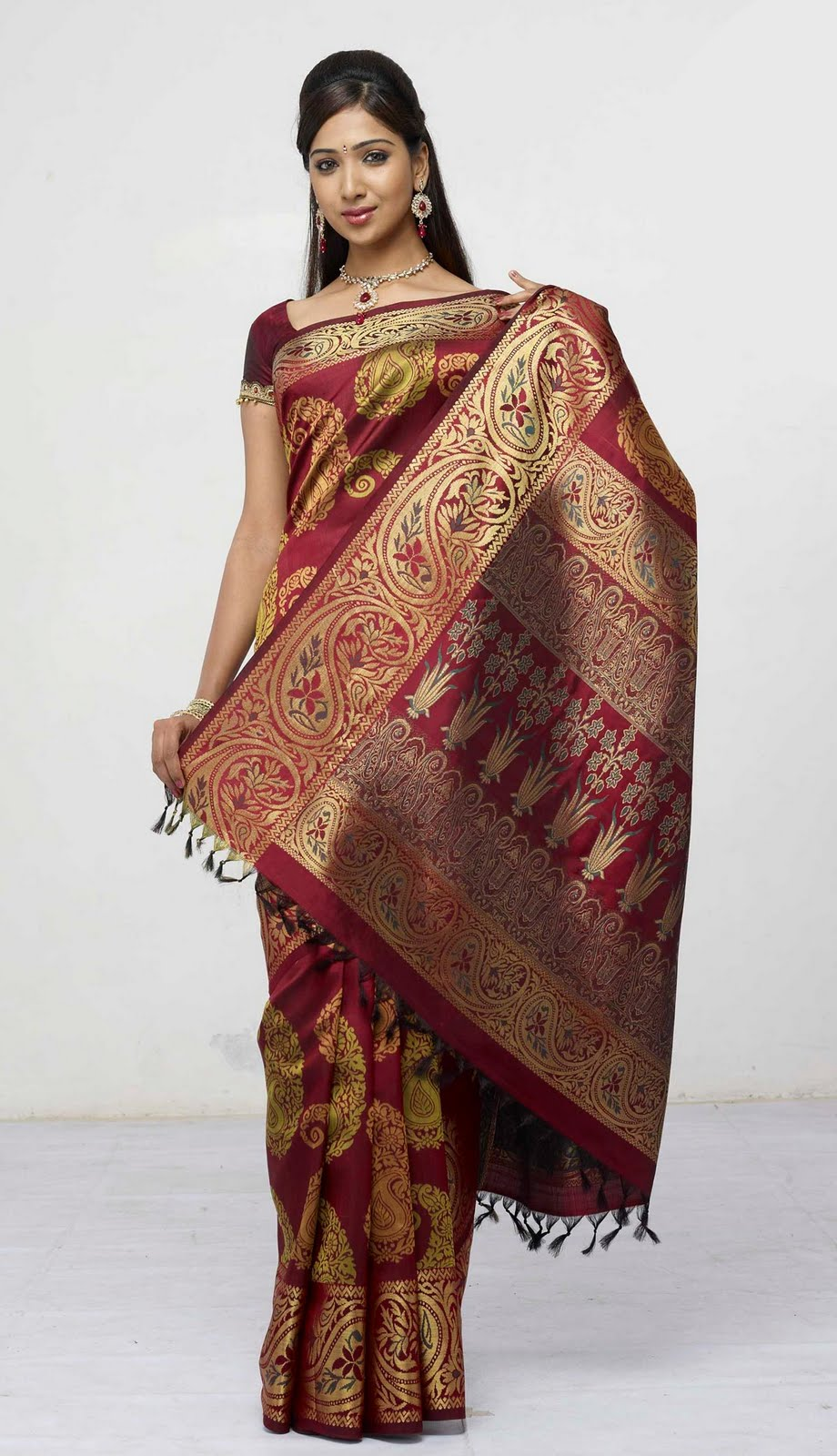 Pattu Sarees New Collection - sultanofsulu.com