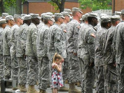 http://2.bp.blogspot.com/_Nl3Dda6msiU/Ss0ohnEgJkI/AAAAAAAAALI/dr1L1_on4Eg/s400/soldier+girl.JPG