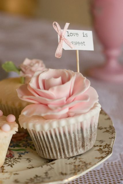 Vintage rose and pearl cupcakes