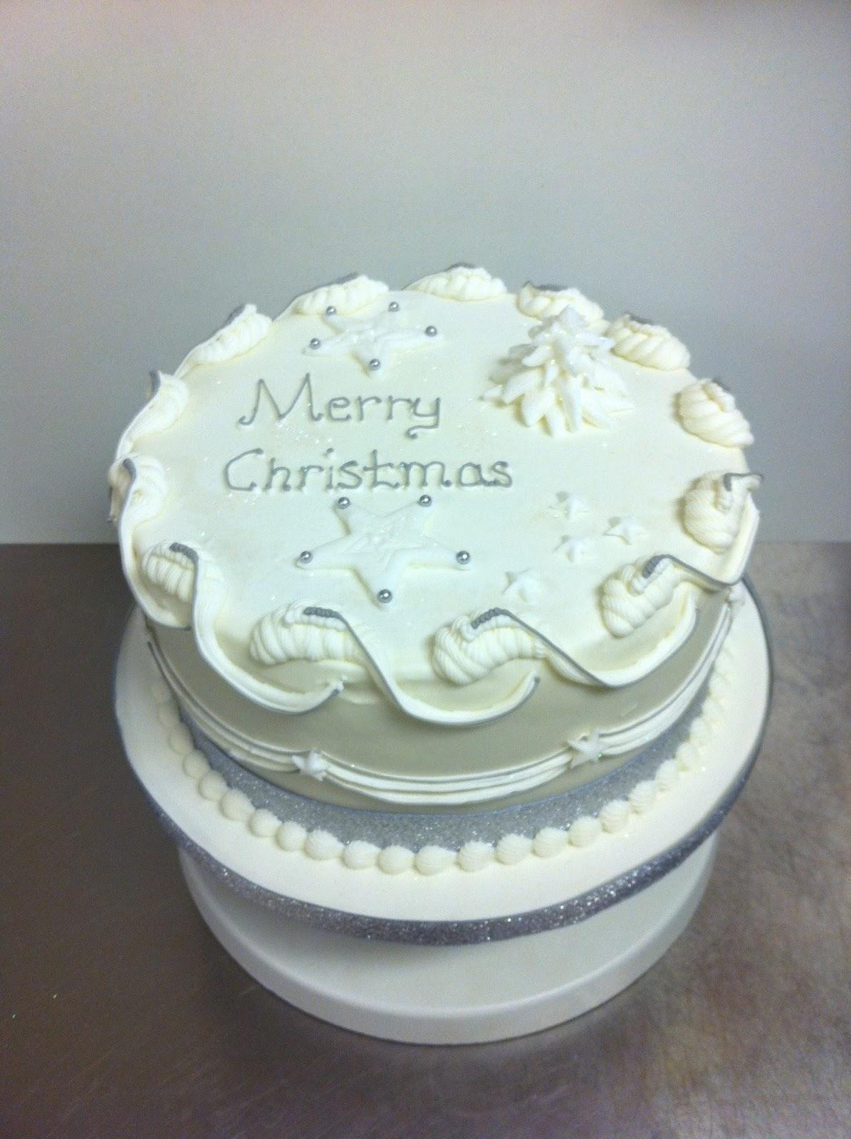 Christmas Cake Decoration Ideas Royal Icing : Brigitta s Cakes: Christmas cake with Royal Icing