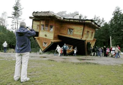 Upside Down House of  Daniel Czapiewski (8)  3