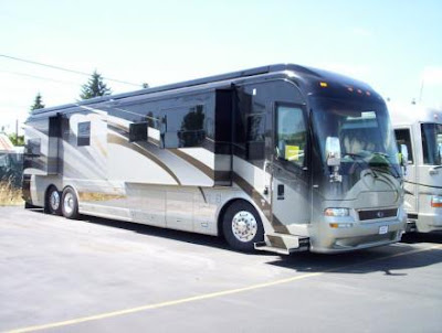 Luxury Buses: Travel In Comfort (30) 24